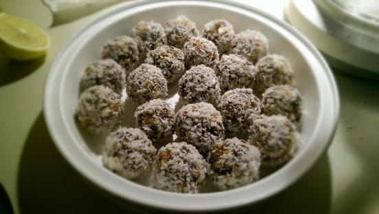 Lemon Chia Balls | The Half-Crunchy Mama