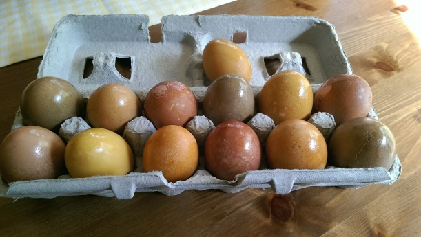 Dyeing Easter eggs naturally | The Half-Crunchy Mama