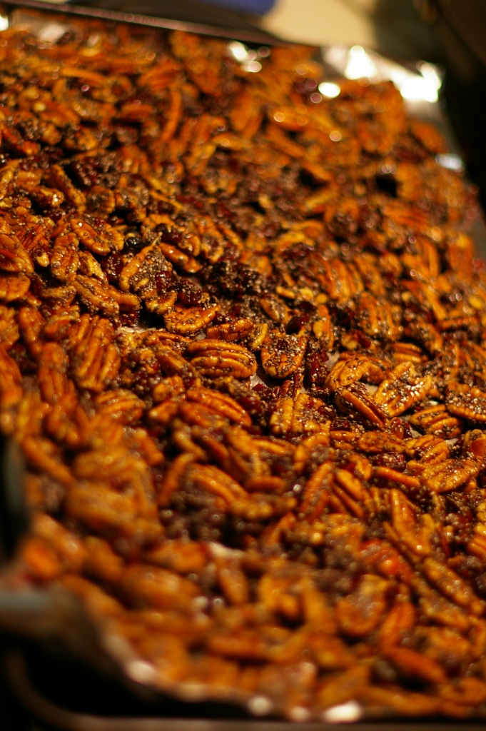 Maple Spiced Pecans | The Half-Crunchy Mama